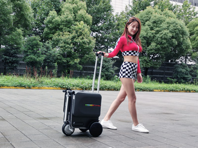 Airwheel SE3 rideable luggage